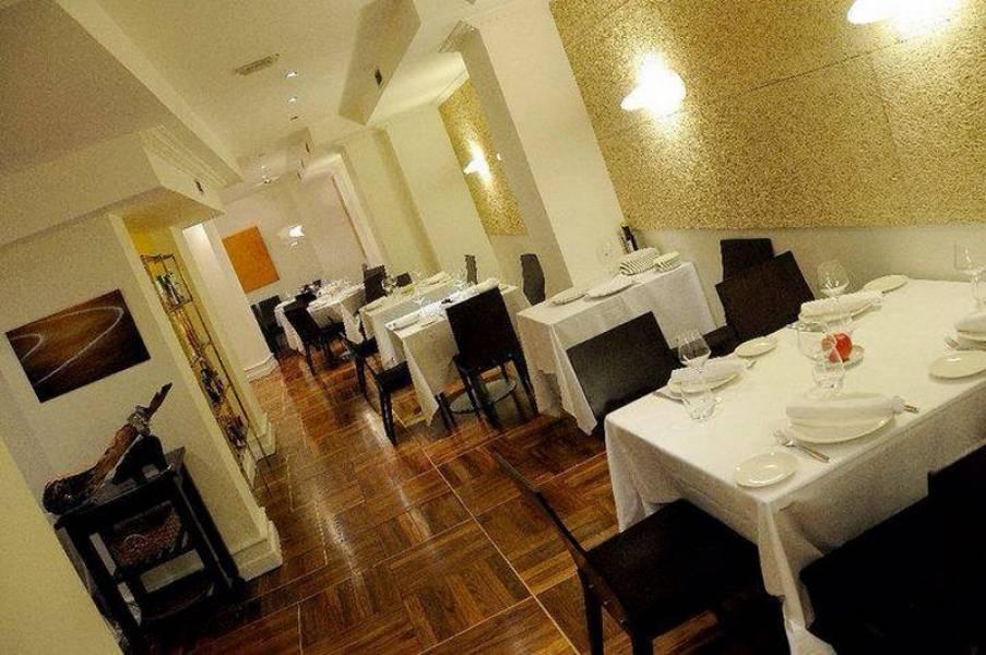Negocio en alquiler en Torrelavega  de 2 Baños y 248 m2 por 1.500€/mes.