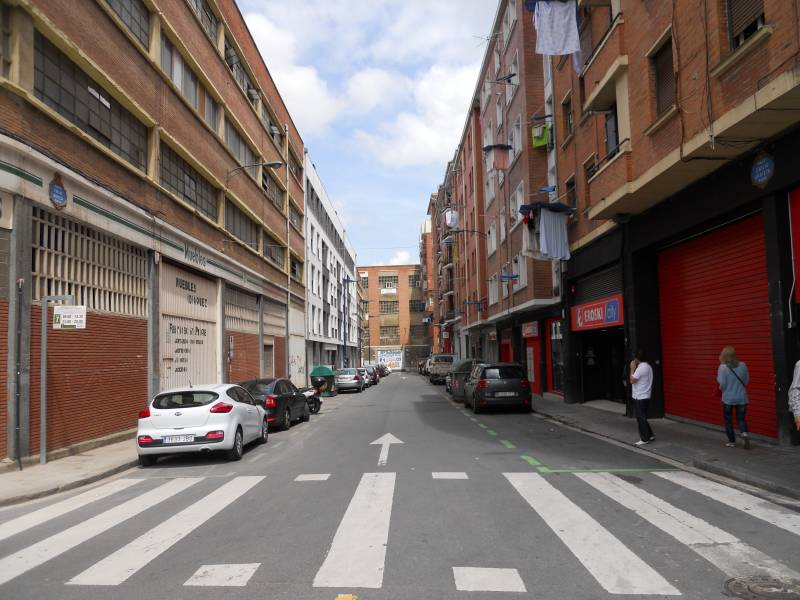 Local comercial en venta en Bilbao  de 1 Habitación, 1 Baño y 67 m<sup>2</sup> por 53.000 €.
