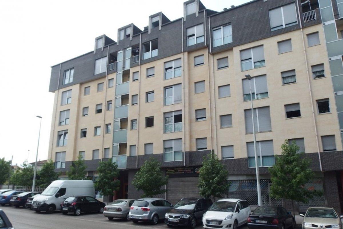 Piso en venta en Torrelavega  de 1 Habitación, 1 Baño y 72 m2 por 99.900 €.
