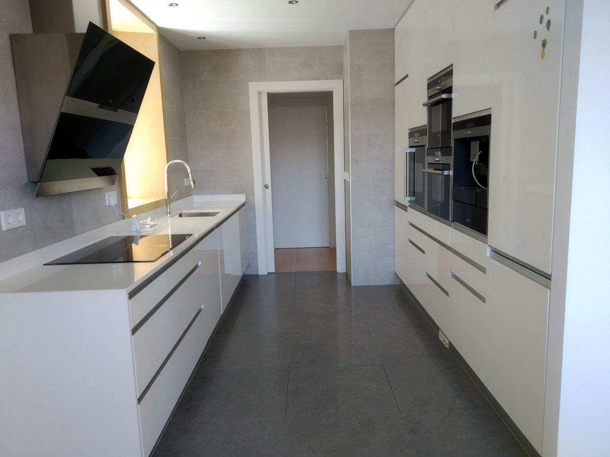 Chalet en alquiler en Santander  de 4 Habitaciones, 6 Baños y 416 m2 por 3.000€/mes.