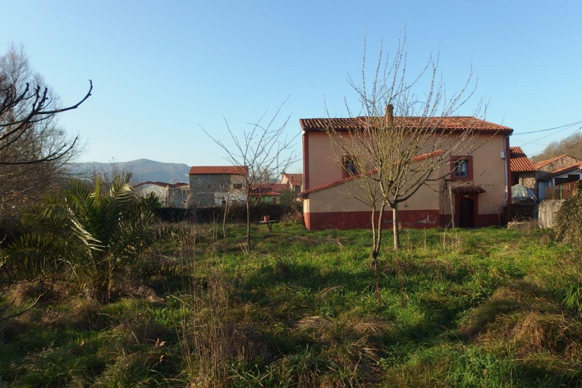 Casa en venta en Arenas De IguÑA  de 3 Habitaciones, 1 Baño y 124 m2 por 69.100 €.