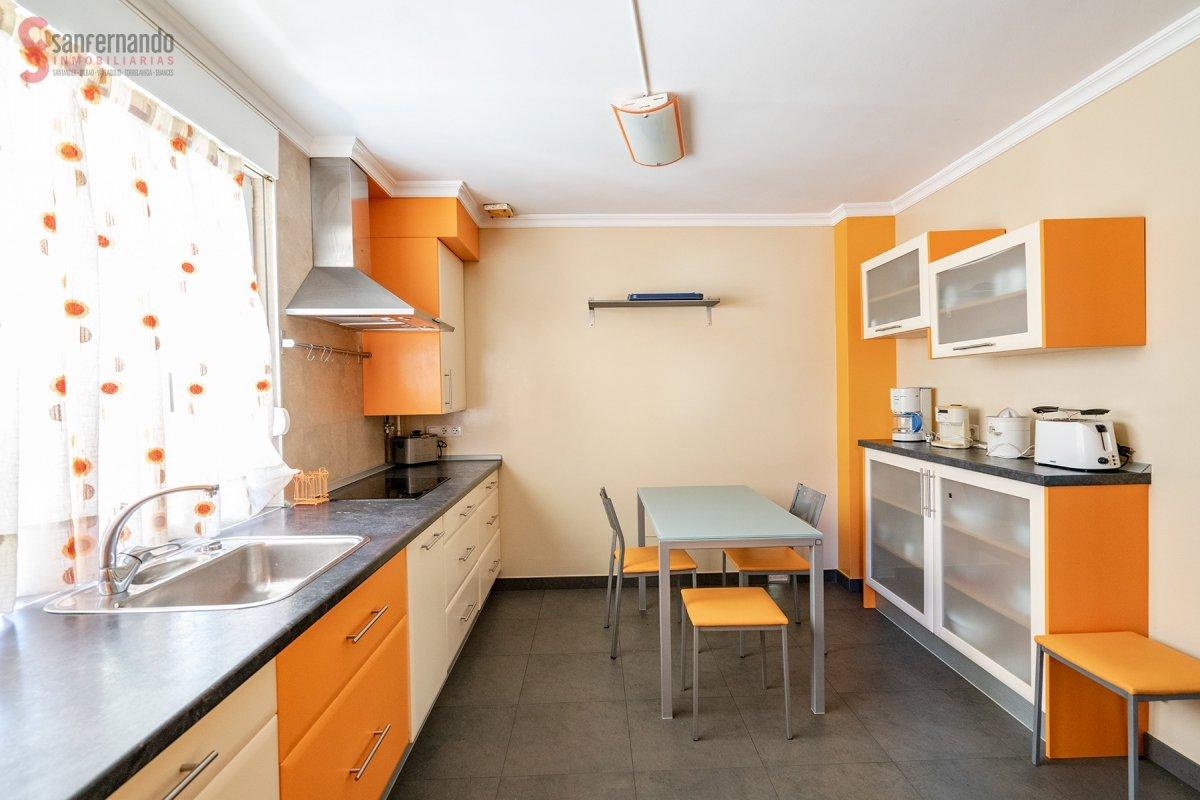 Chalet en alquiler en Santa Cruz De Bezana  de 3 Habitaciones, 2 Baños y 315 m2 por 1.100€/mes.