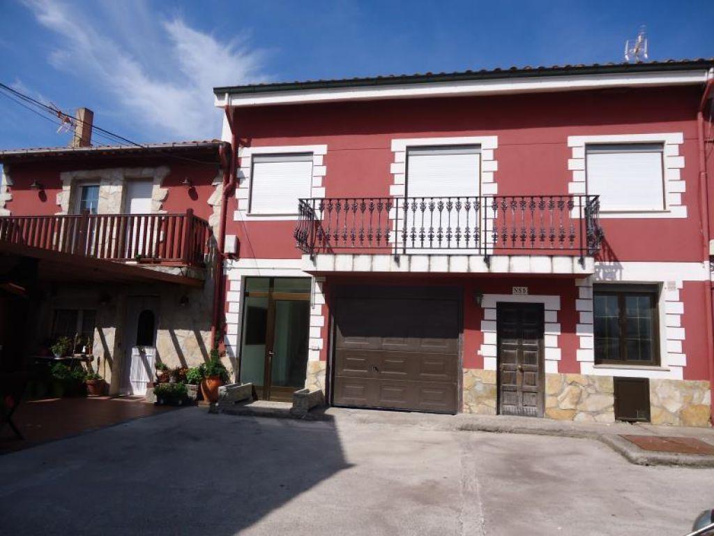 Casa en venta en Cueto Santander  de 5 Habitaciones, 5 Baños y 330 m2 por 427.000 €.