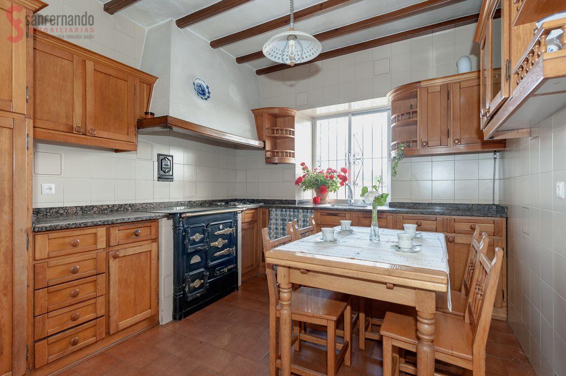 Casa en venta en Torrelavega  de 4 Habitaciones, 1 Baño y 115 m2 por 159.000 €.