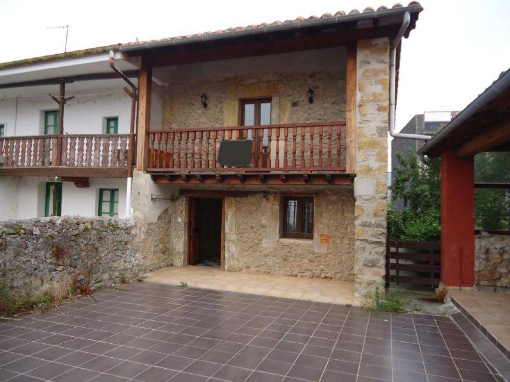Casa en venta en Arnuero  de 3 Habitaciones, 2 Baños y 218 m2 por 155.600 €.