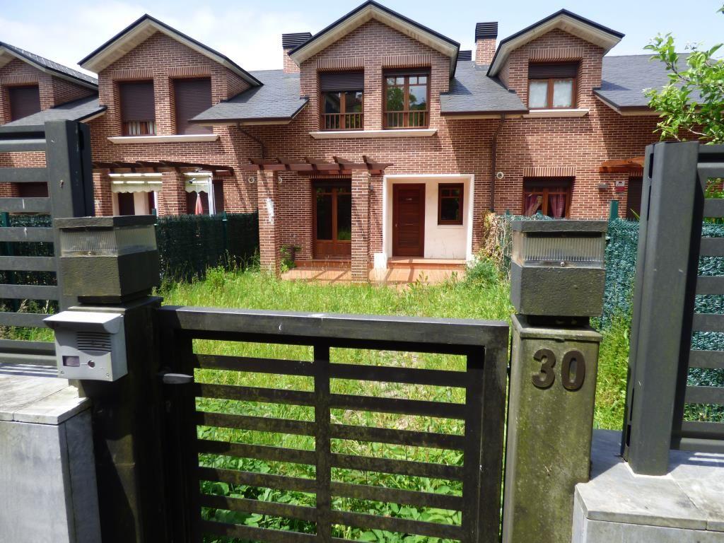 Chalet en venta en Guriezo  de 3 Habitaciones, 3 Baños y 180 m2 por 221.100 €.