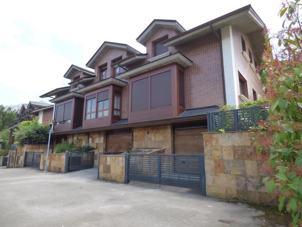 Chalet en venta en Guriezo  de 3 Habitaciones, 3 Baños y 202 m2 por 210.100 €.