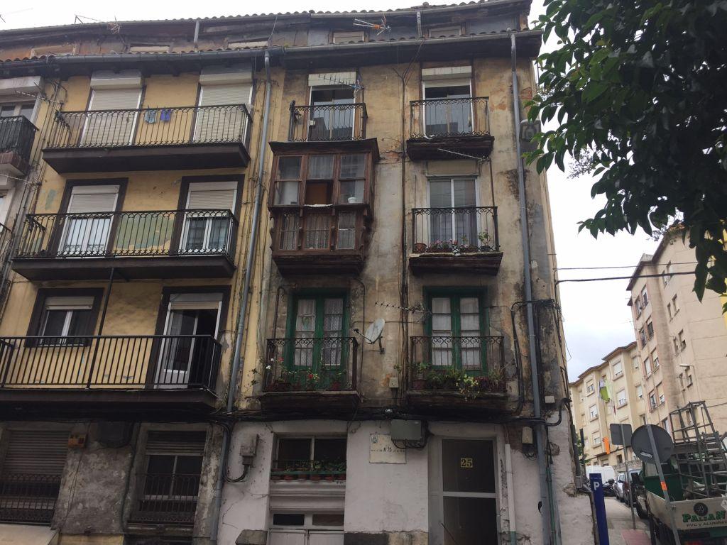 Piso en venta en Santander  de 3 Habitaciones, 1 Baño y 92 m2 por 104.000 €.