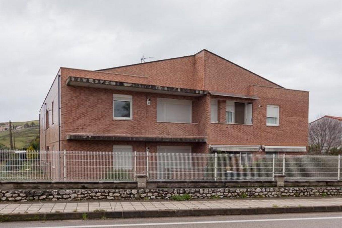 Planta baja en venta en Miengo  de 1 Habitación, 1 Baño y 63 m2 por 82.500 €.