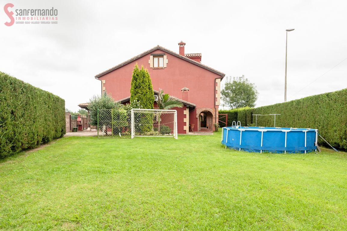 Pareado en venta en Cabezon De La Sal  de 4 Habitaciones, 2 Baños y 187 m2 por 239.000 €.