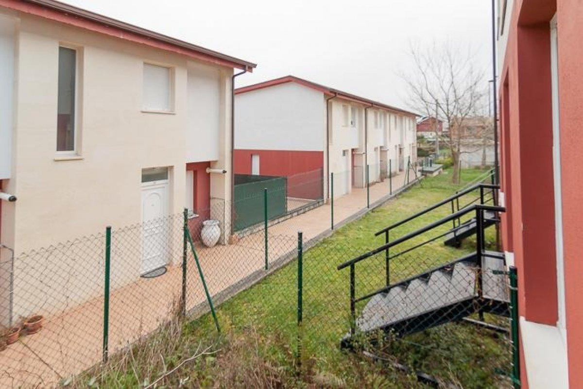 Chalet en venta en Cartes  de 2 Habitaciones, 2 Baños y 135 m2 por 85.500 €.
