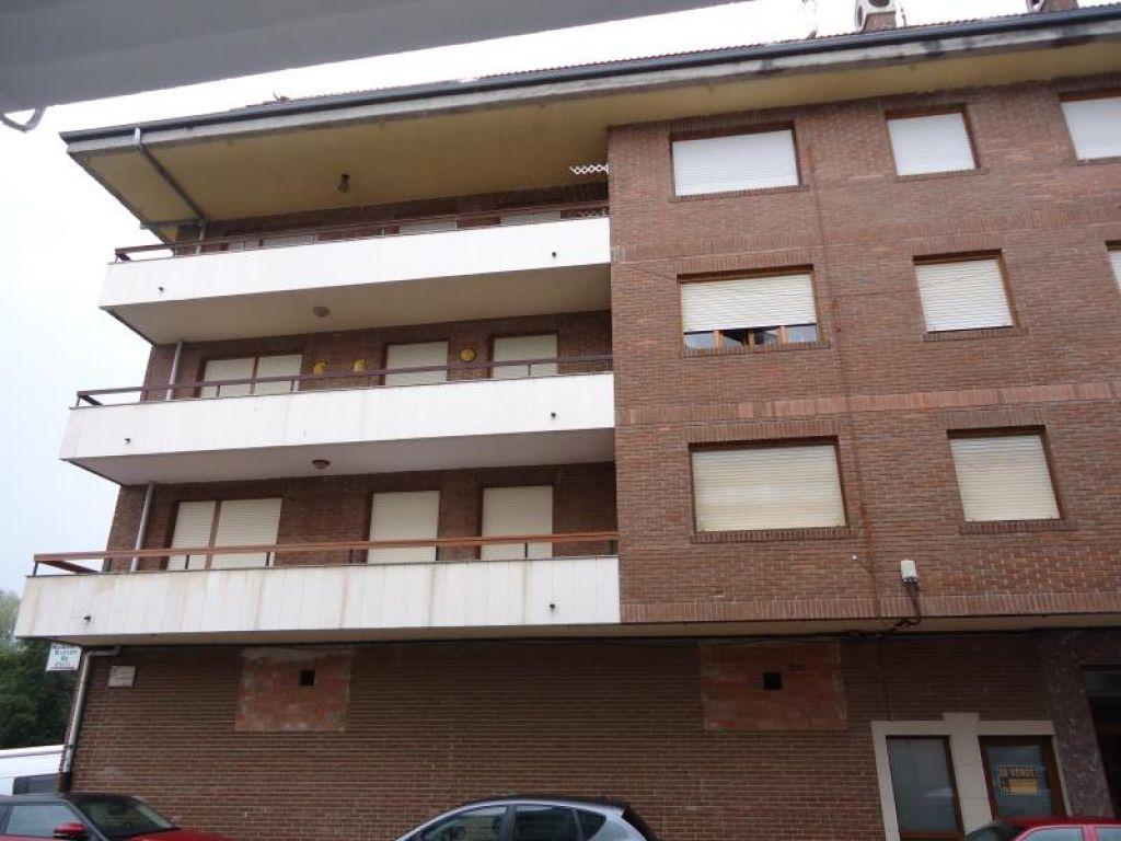 Piso en venta en Ampuero  de 3 Habitaciones, 1 Baño y 82 m2 por 106.500 €.