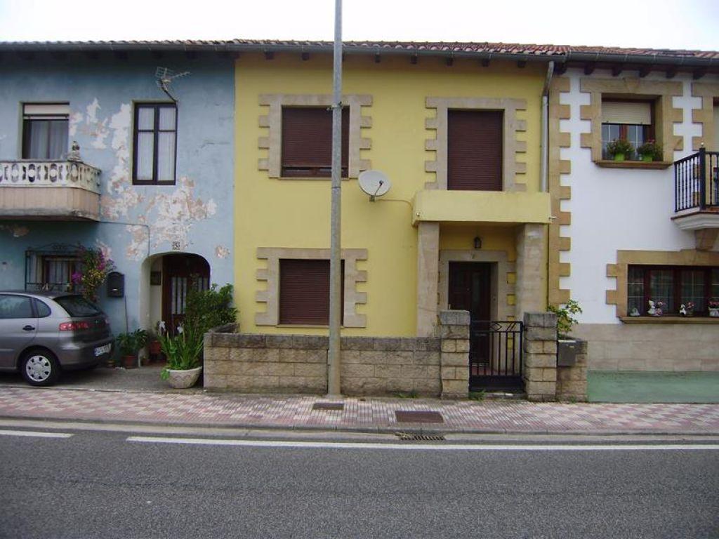 Casa en venta en Camargo  de 4 Habitaciones, 1 Baño y 101 m2 por 134.244 €.