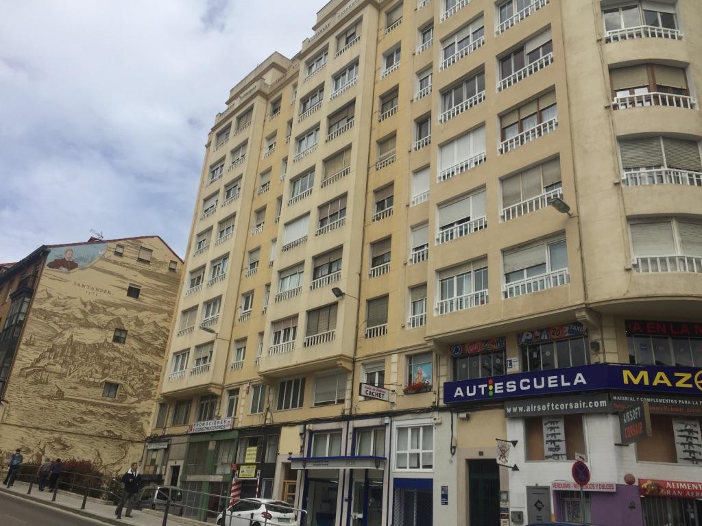 Oficina en venta en Santander  de 107 m2 por 164.600 €.