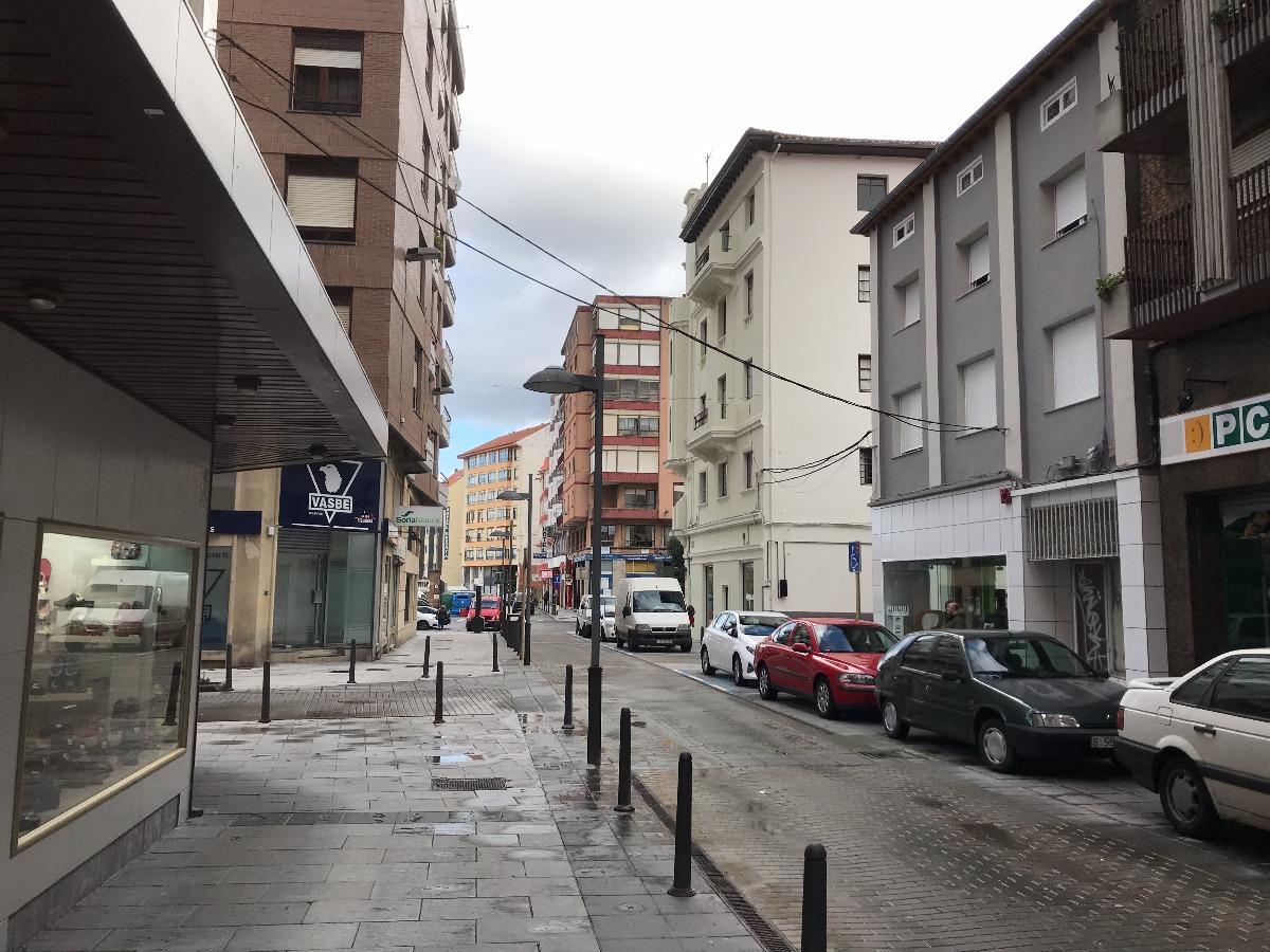 Piso en venta en Torrelavega  de 3 Habitaciones, 1 Baño y 98 m2 por 77.100 €.
