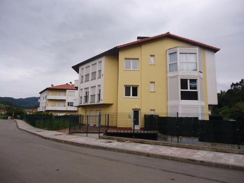 Piso en venta en Ampuero  de 2 Habitaciones, 1 Baño y 69 m2 por 77.000 €.