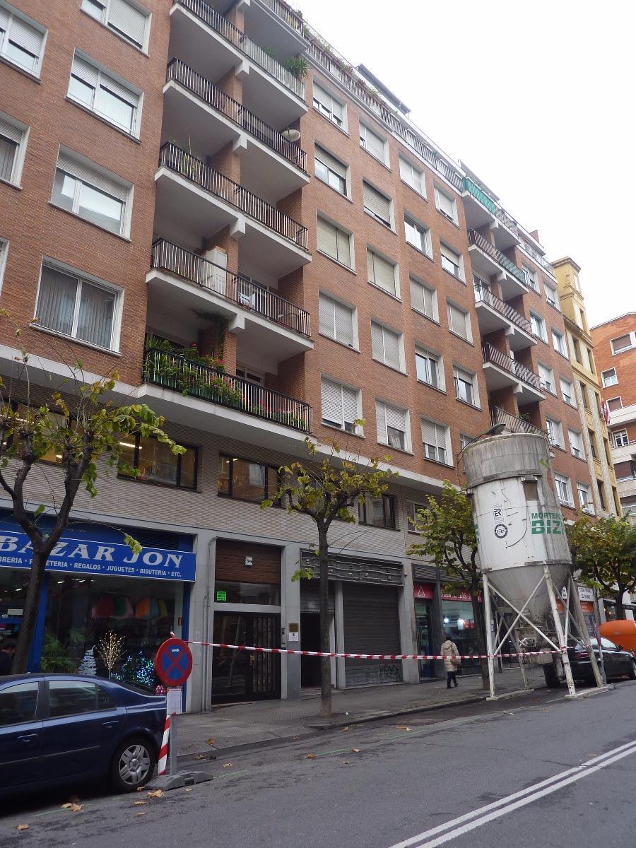 Local comercial en venta en Bilbao  de 1 Baño y 470 m2 por 677.100 €.