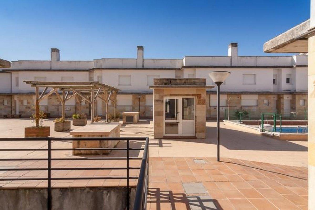 Chalet en venta en Miengo  de 2 Habitaciones, 2 Baños y 115 m2 por 105.000 €.