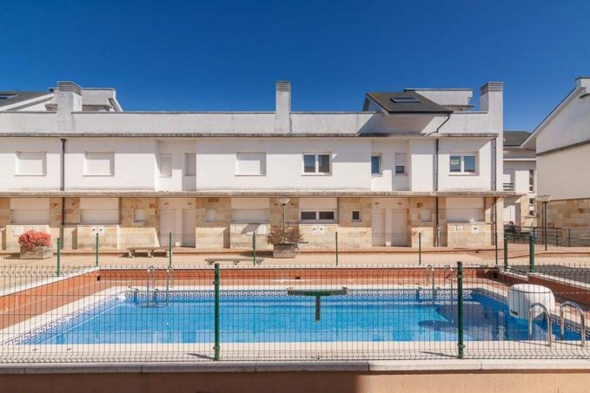 Chalet en venta en Miengo  de 2 Habitaciones, 2 Baños y 74 m2 por 88.000 €.