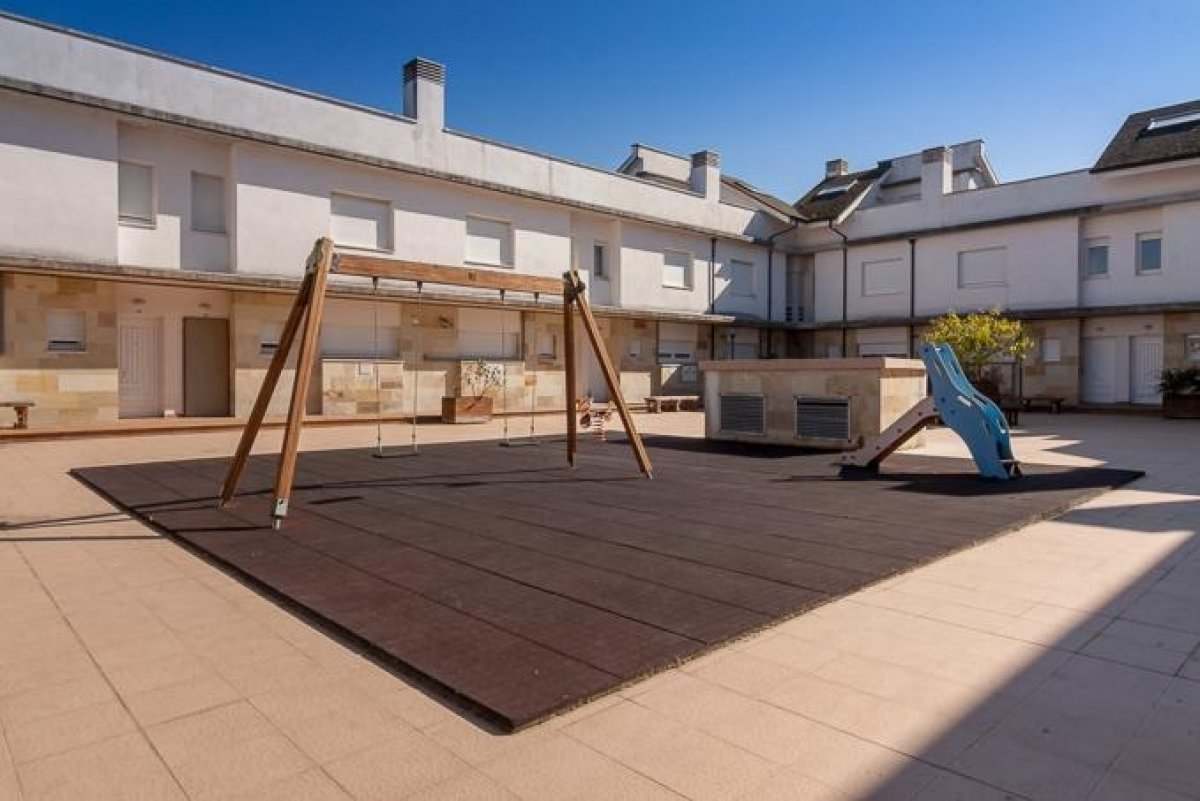 Chalet en venta en Miengo  de 3 Habitaciones, 2 Baños y 125 m2 por 127.000 €.