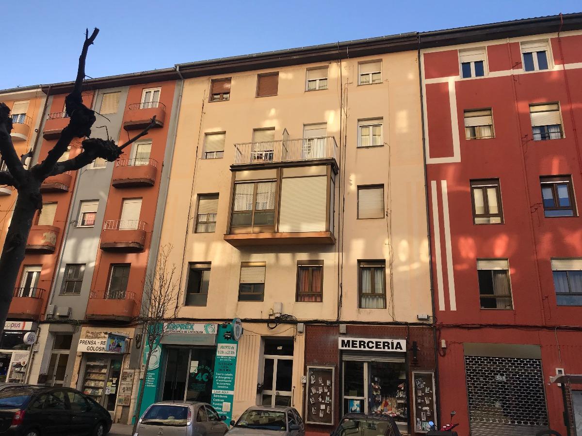 Piso en venta en Santander  de 3 Habitaciones, 1 Baño y 77 m2 por 115.000 €.