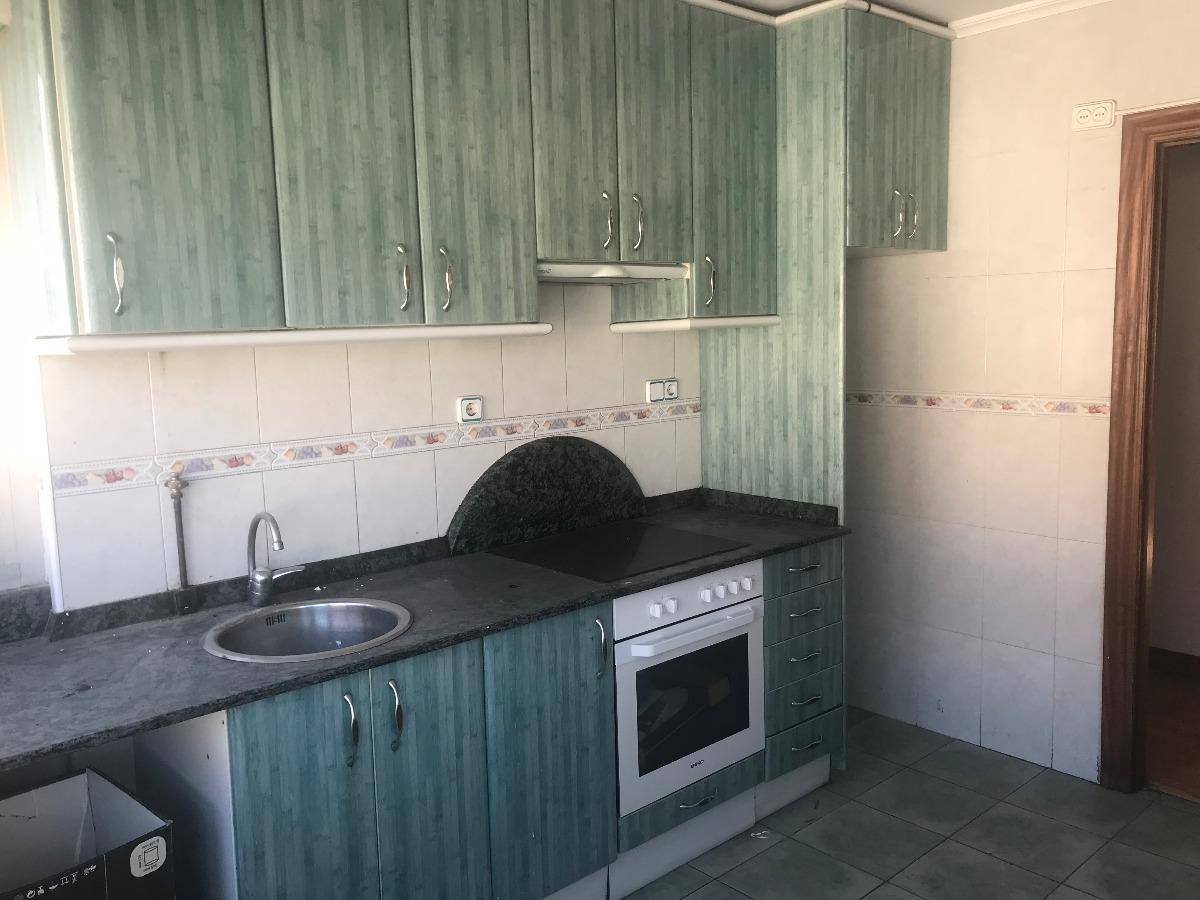 Piso en venta en Barreda  de 3 Habitaciones, 1 Baño y 81 m2 por 45.000 €.