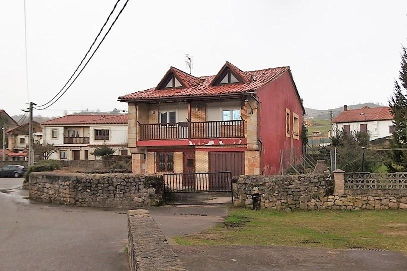 Casa en venta en Udias  de 5 Habitaciones, 2 Baños y 228 m2 por 94.500 €.