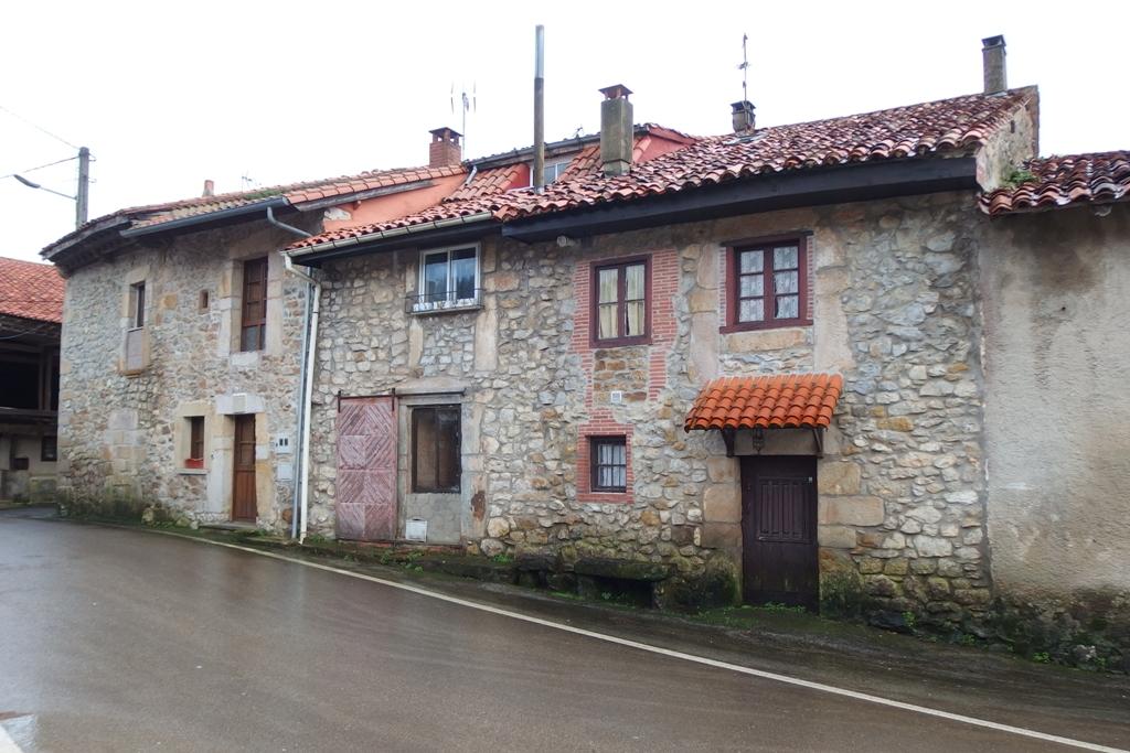 Casa en venta en Udias  de 4 Habitaciones, 2 Baños y 108 m2 por 84.900 €.