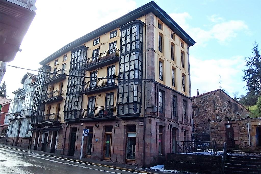 Atico en venta en Cabezon De La Sal  de 4 Habitaciones, 1 Baño y 100 m2 por 56.800 €.