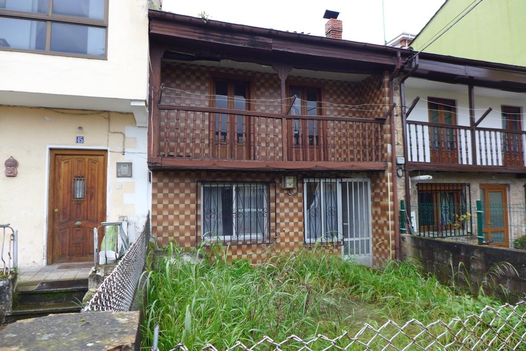 Casa de Pueblo en venta en Los Corrales de Buelna  de 5 Habitaciones, 1 Baño y 103 m2 por 58.500 €.