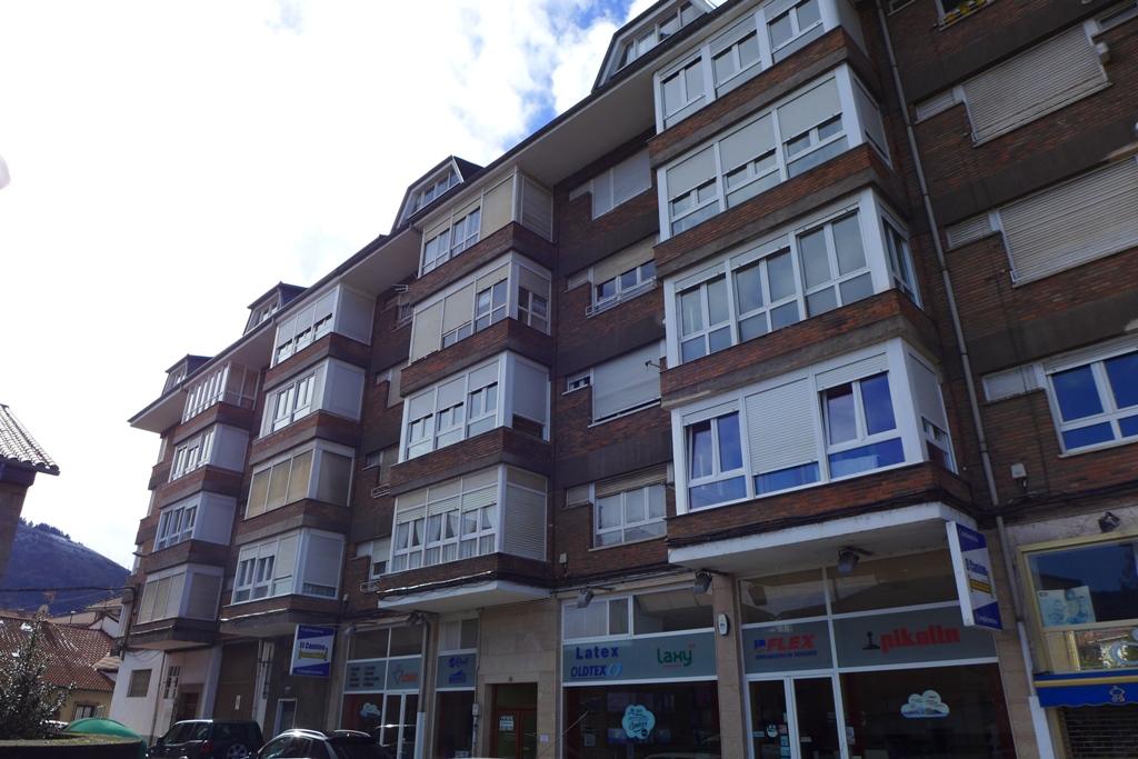 Piso en venta en Los Corrales de Buelna  de 2 Habitaciones, 1 Baño y 78 m2 por 72.400 €.