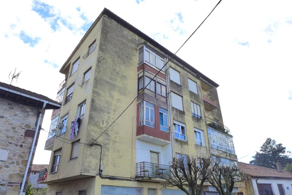 Piso en venta en Los Corrales de Buelna  de 3 Habitaciones, 1 Baño y 68 m2 por 44.100 €.