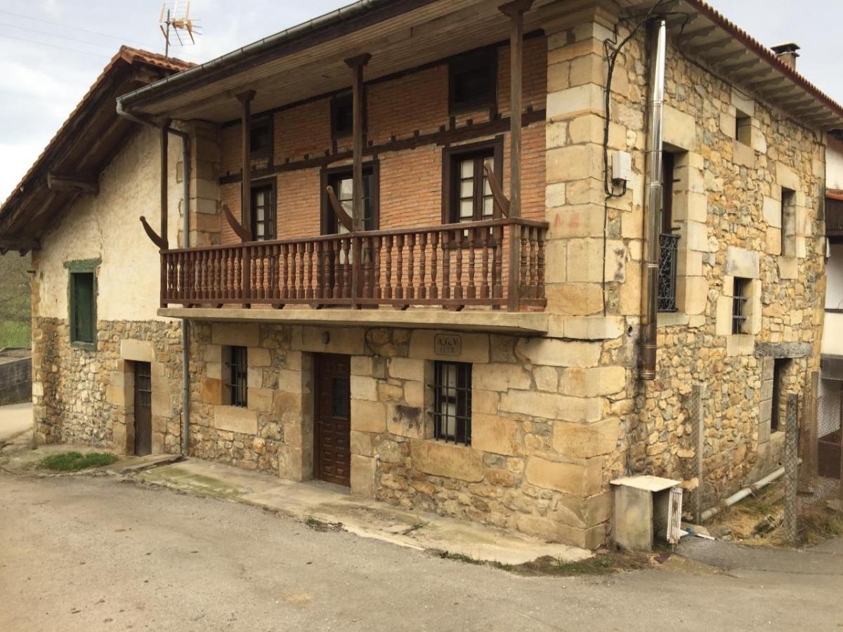 Casa de Pueblo en venta en Villafufre  de 3 Habitaciones, 1 Baño y 323 m2 por 95.000 €.