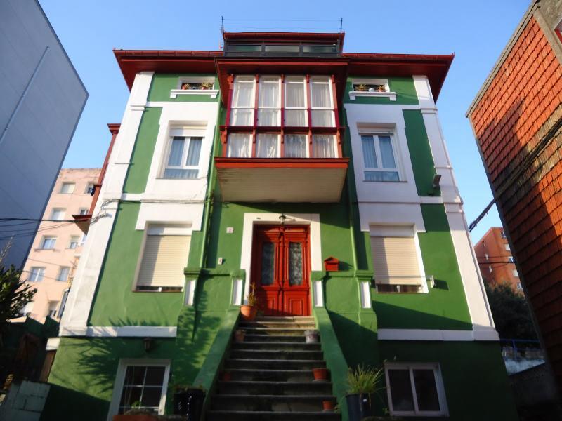 Piso en venta en Santander  de 3 Habitaciones, 1 Baño y 90 m<sup>2</sup> por 68.000 €.