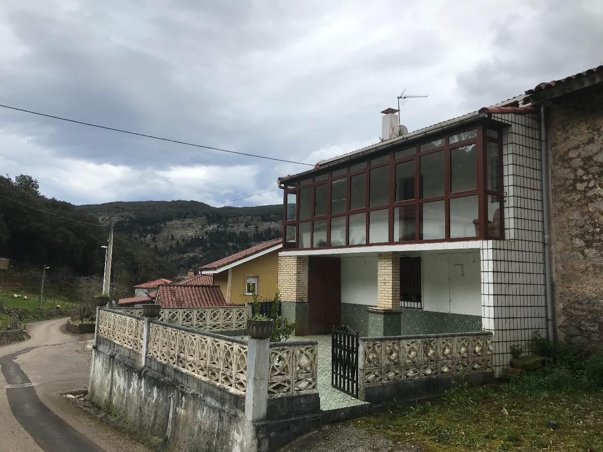 Casa en venta en Voto  de 5 Habitaciones, 2 Baños y 162 m2 por 74.100 €.