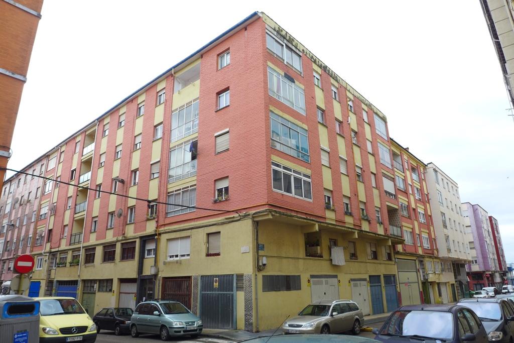 Piso en venta en Torrelavega  de 3 Habitaciones, 1 Baño y 112 m2 por 77.000 €.