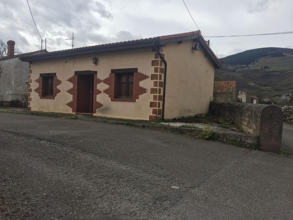 Casa en venta en Molledo  de 4 Habitaciones, 4 Baños y 171 m2 por 126.000 €.