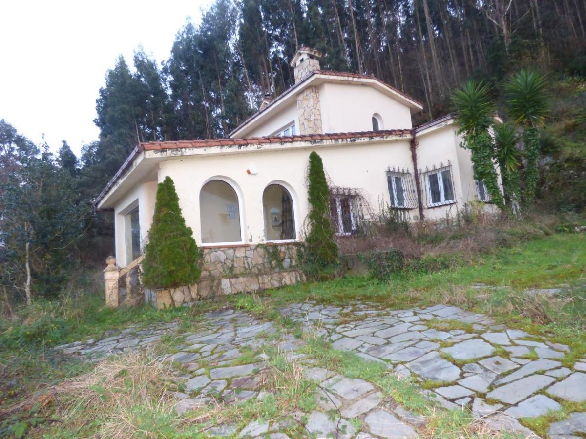 Casa en venta en Pechon  de 3 Habitaciones, 2 Baños y 379 m2 por 682.500 €.