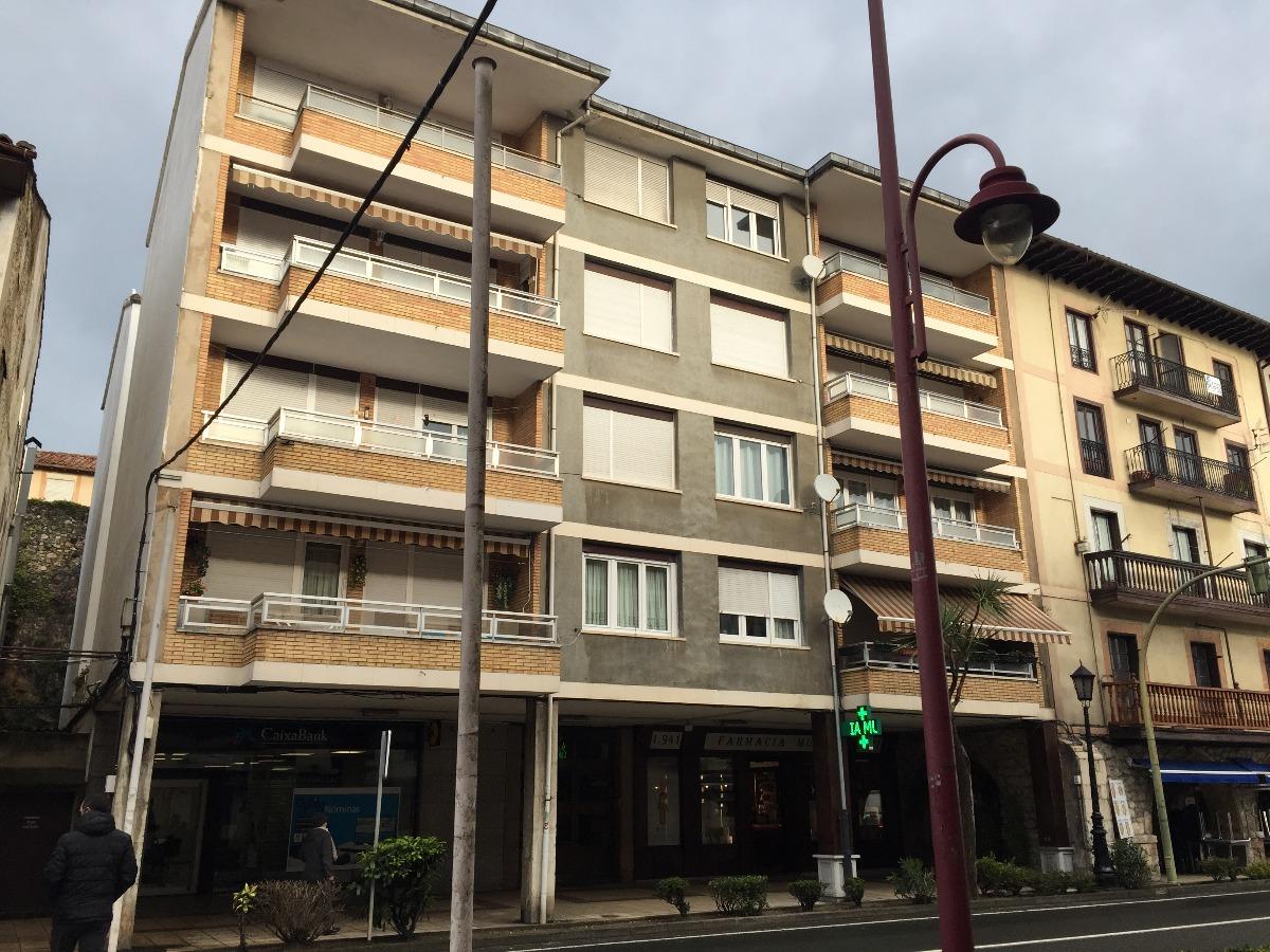 Piso en venta en San Vicente De La Barquera  de 3 Habitaciones, 1 Baño y 107 m2 por 102.800 €.