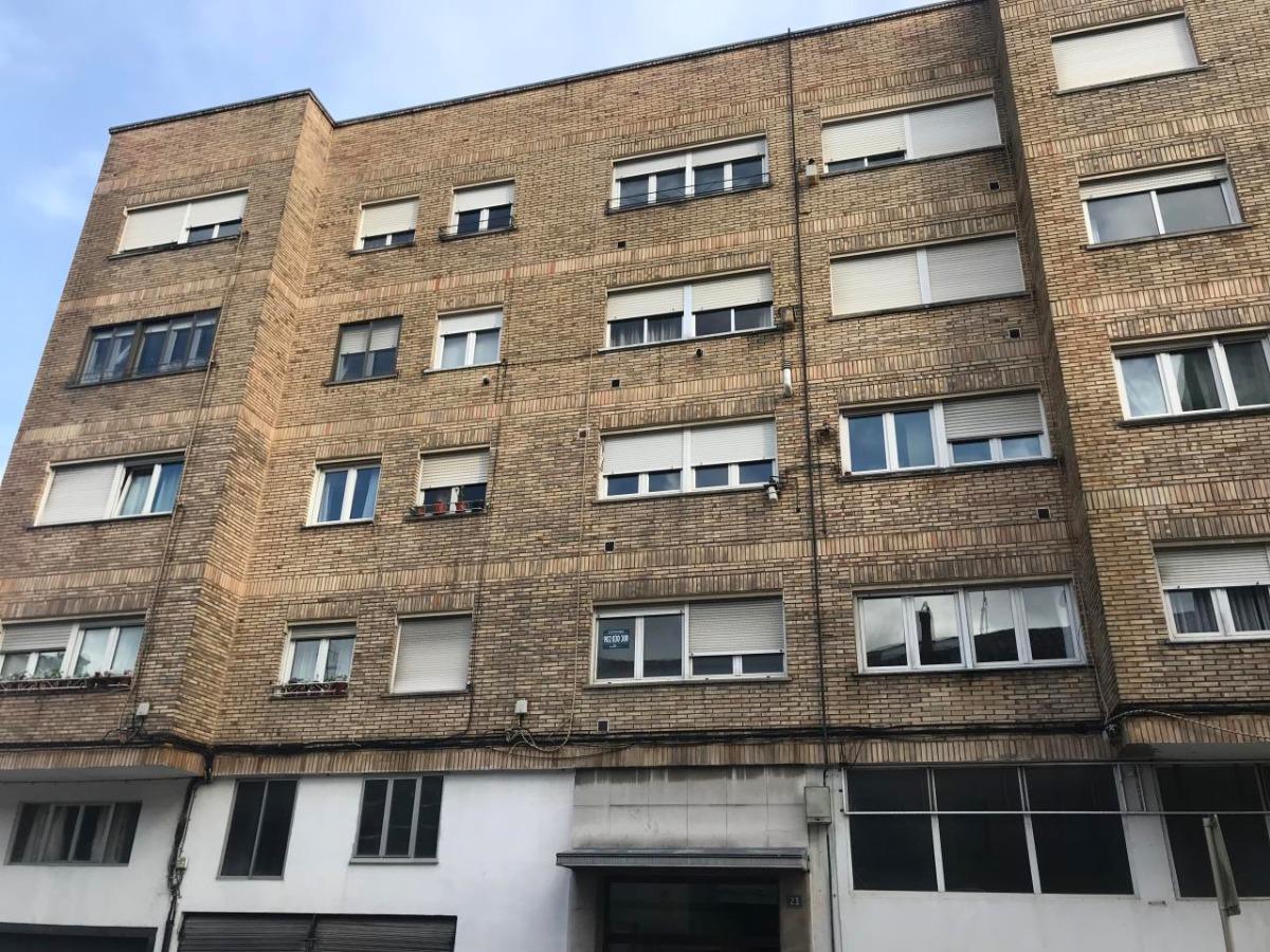 Piso en venta en Torrelavega  de 3 Habitaciones, 1 Baño y 93 m2 por 69.600 €.