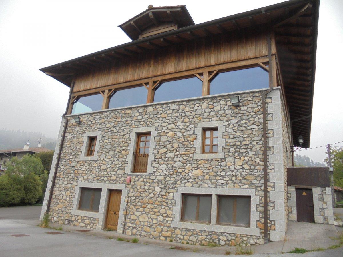 Edificio en venta en Dima  de 6 Habitaciones, 10 Baños y 920 m<sup>2</sup> por 1.022.100 €.