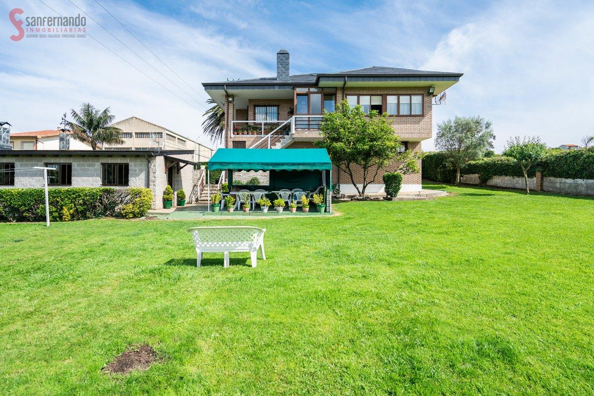 Chalet en venta en Santander  de 4 Habitaciones, 2 Baños y 216 m<sup>2</sup> por 475.000 €.