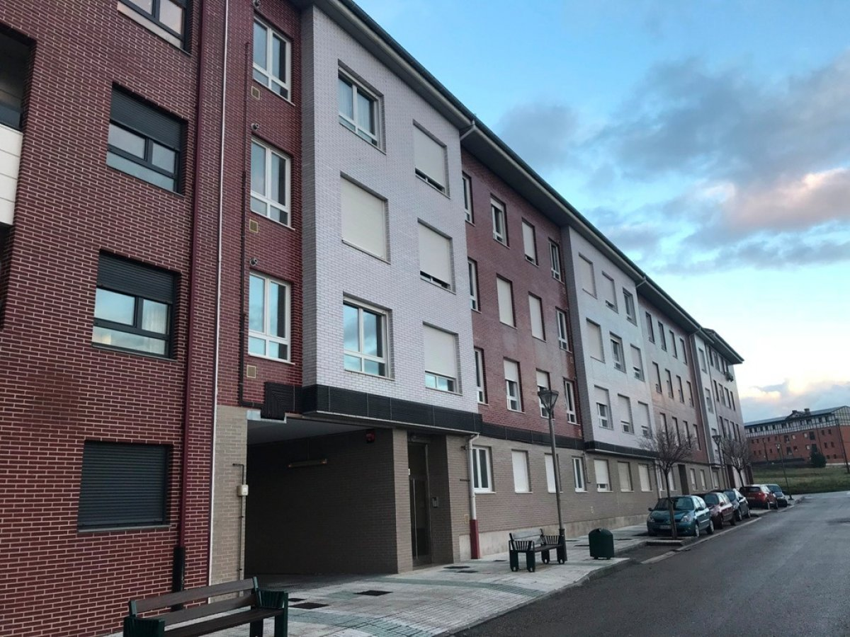 Piso en venta en Requejada  de 2 Habitaciones, 1 Baño y 77 m2 por 85.600 €.