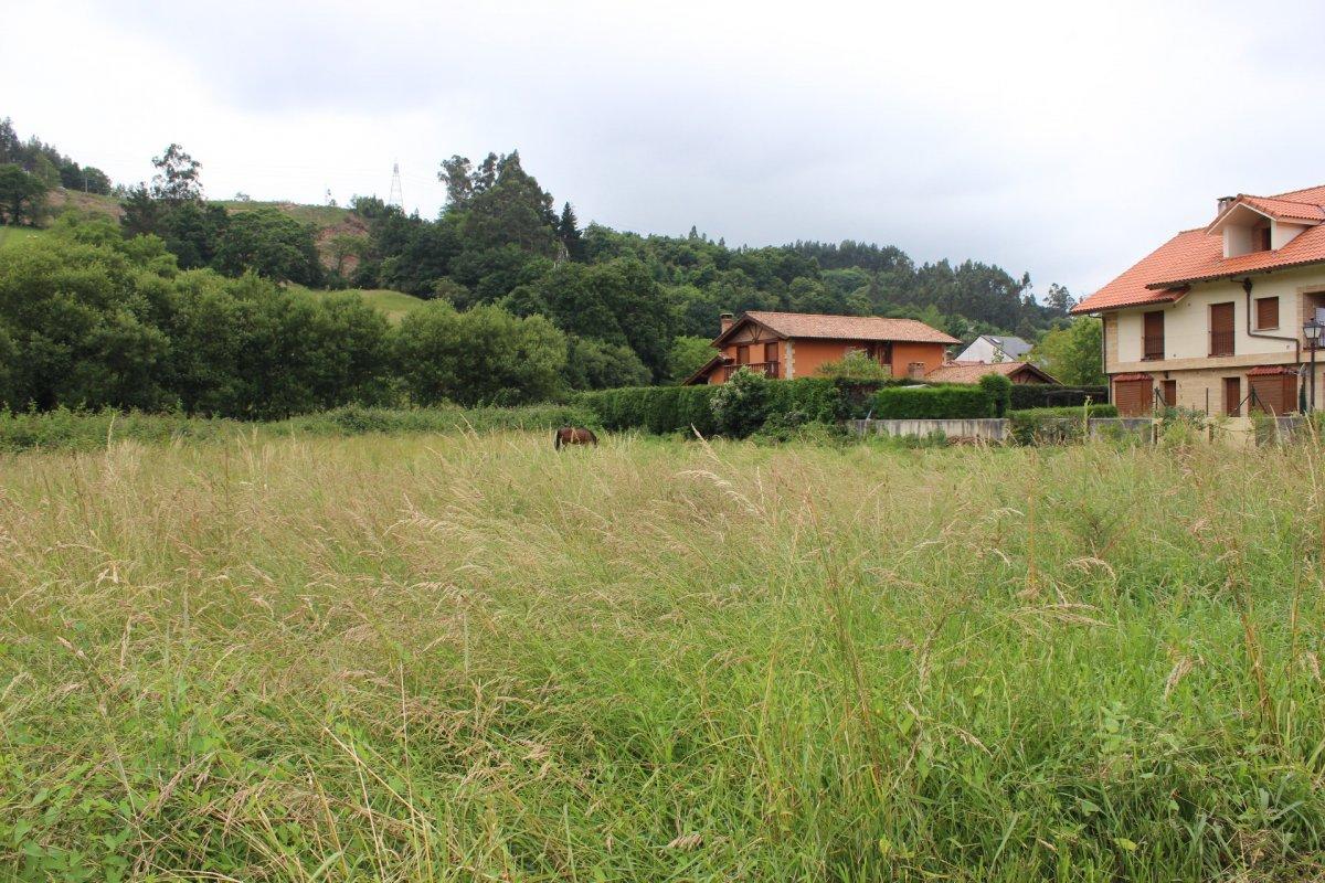 Terreno urbano en venta en Reocin  de 400 m2 por 30.000 €.