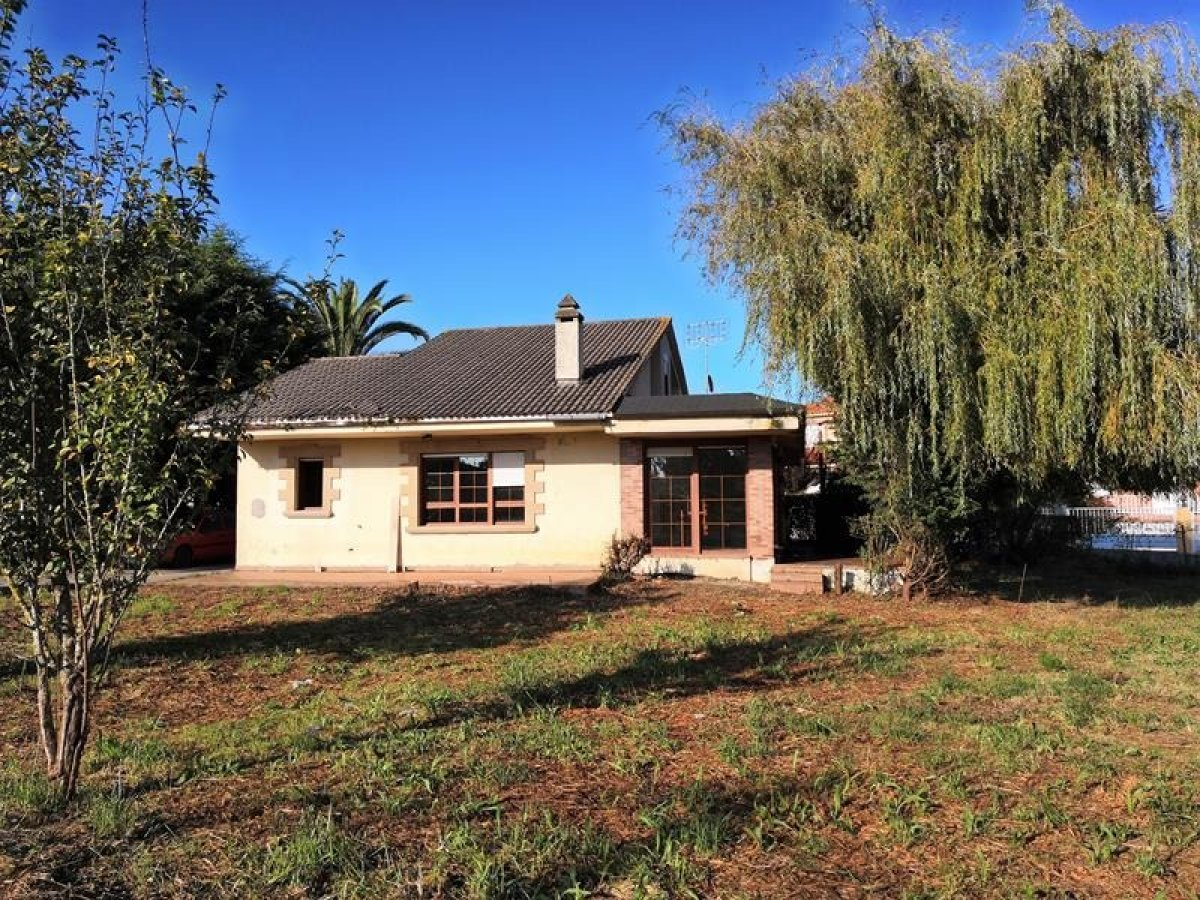 Casa en venta en Arnuero  de 5 Habitaciones, 2 Baños y 190 m2 por 218.400 €.