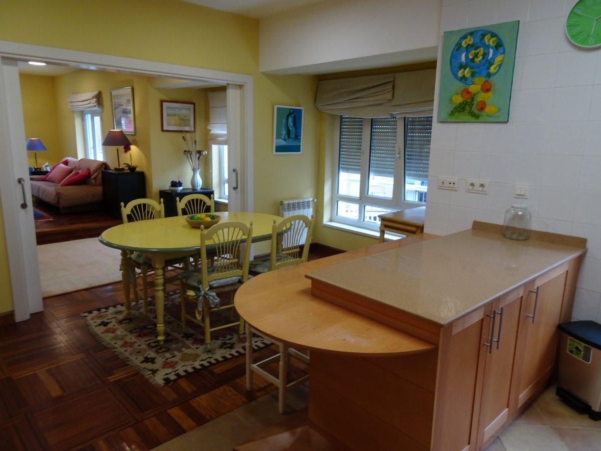 Piso en alquiler en Torrelavega  de 3 Habitaciones, 2 Baños y 135 m2 por 700€/mes.