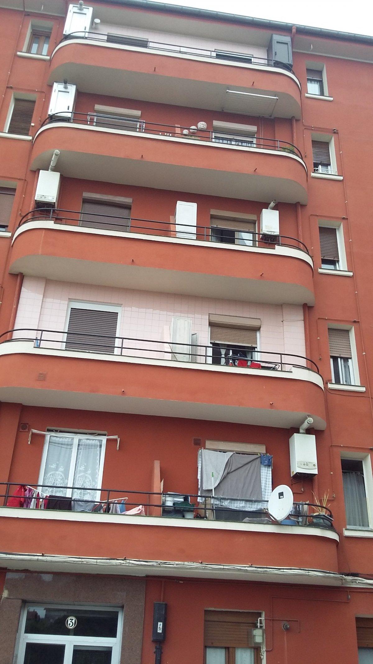 Piso en venta en Bilbao  de 2 Habitaciones, 1 Baño y 68 m<sup>2</sup> por 120.000 €.