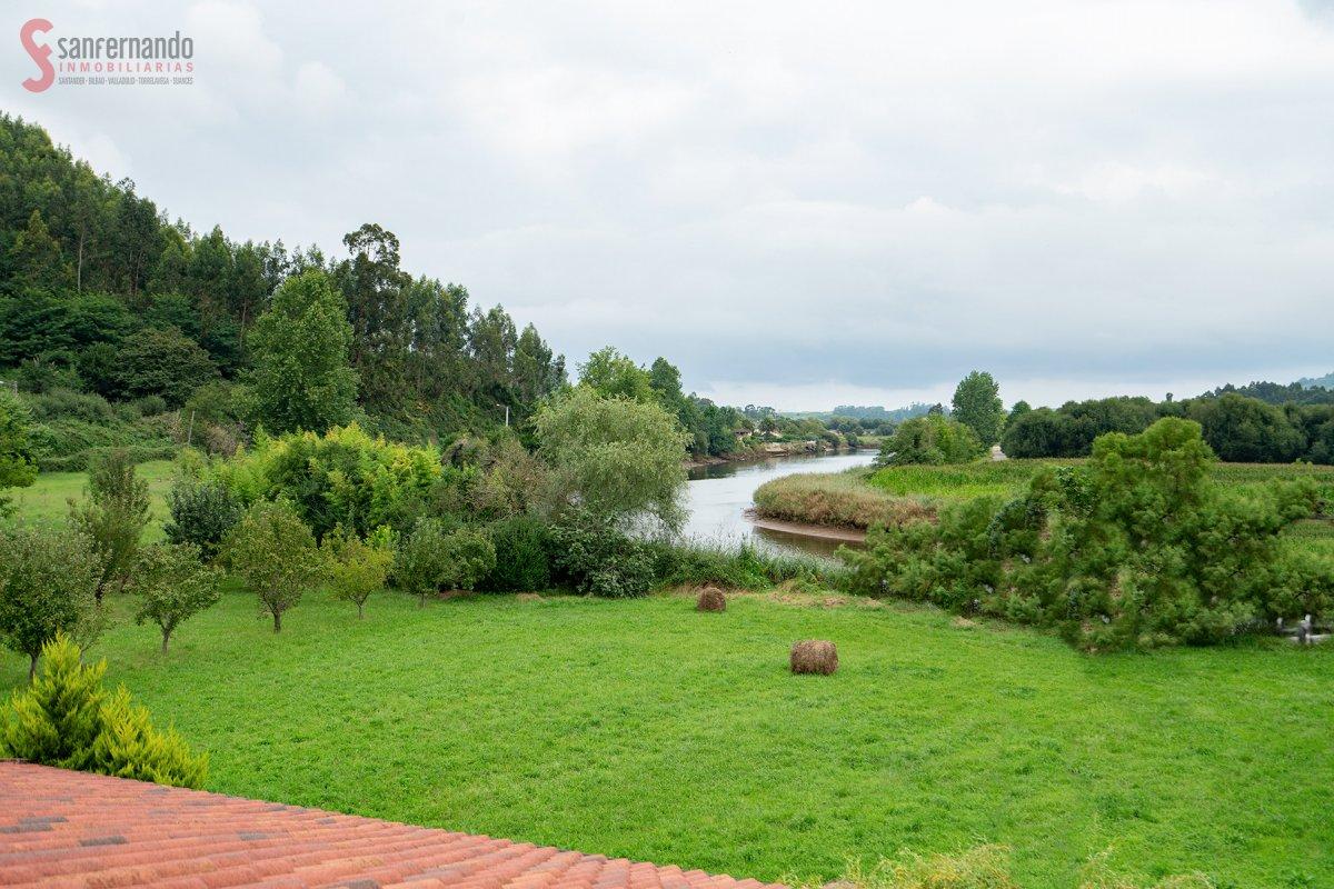 Casa Con Terreno en venta en Pielagos  de 13 Habitaciones, 6 Baños y 138 m2 por 239.000 €.