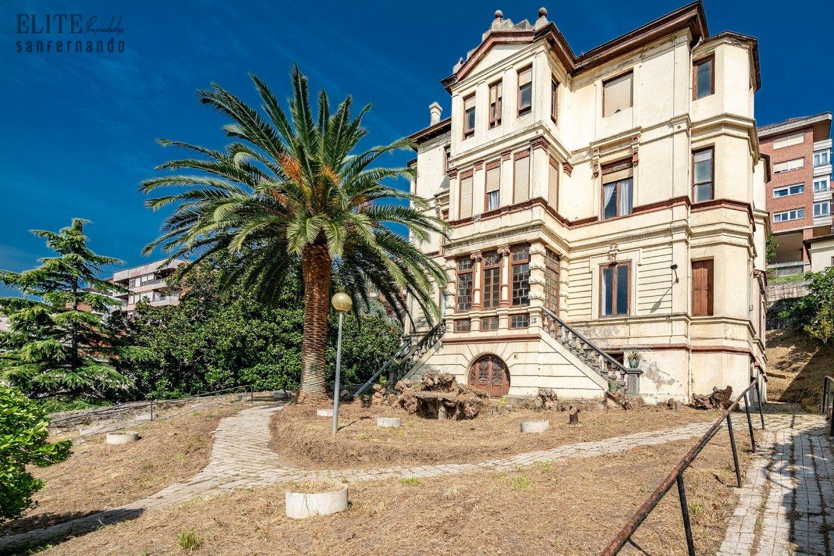 Casa en venta en Santander  de 11 Habitaciones, 10 Baños y 1.132 m2 por 1.899.000 €.