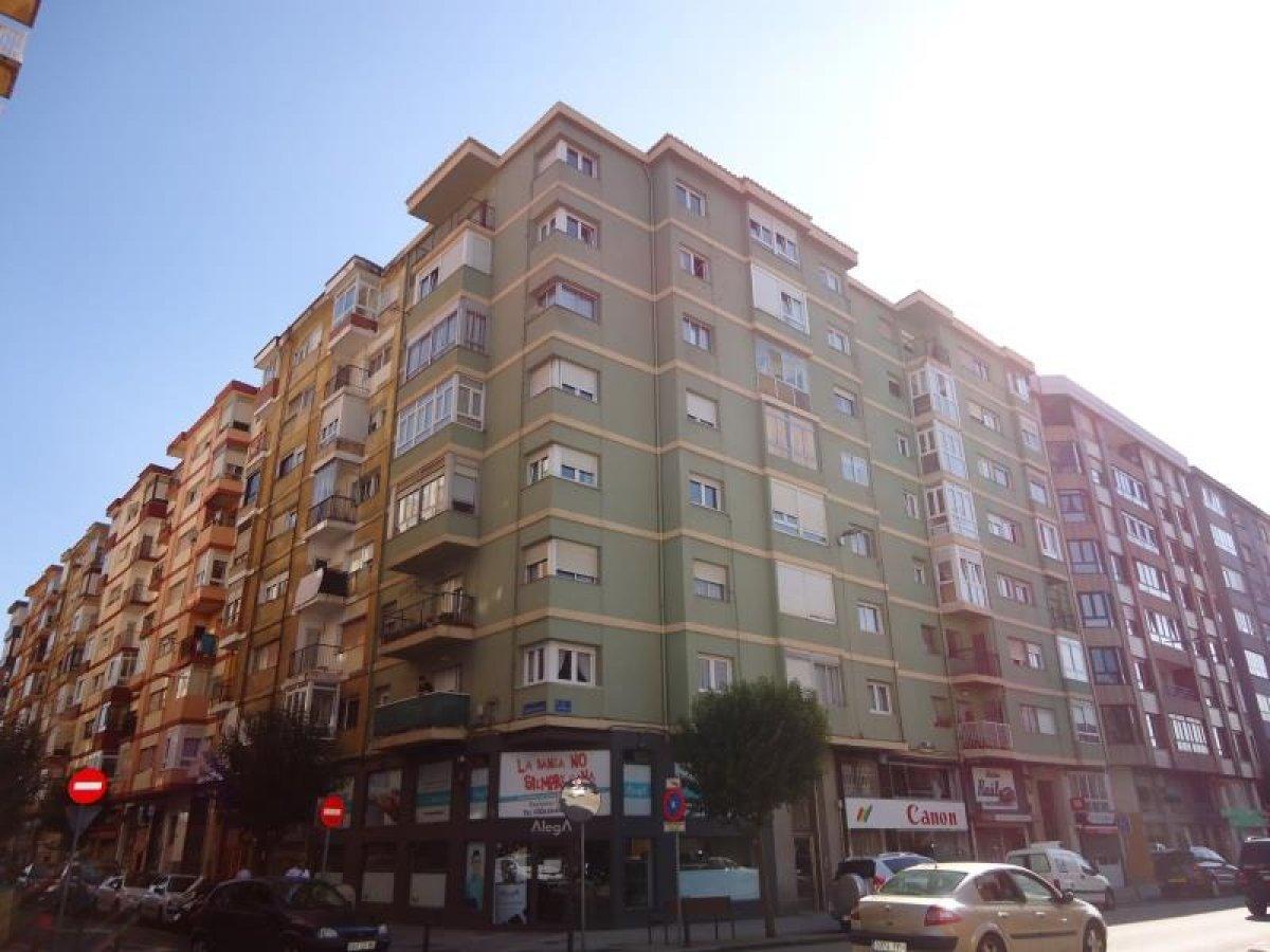 Piso en venta en Santander  de 3 Habitaciones, 1 Baño y 82 m<sup>2</sup> por 112.000 €.